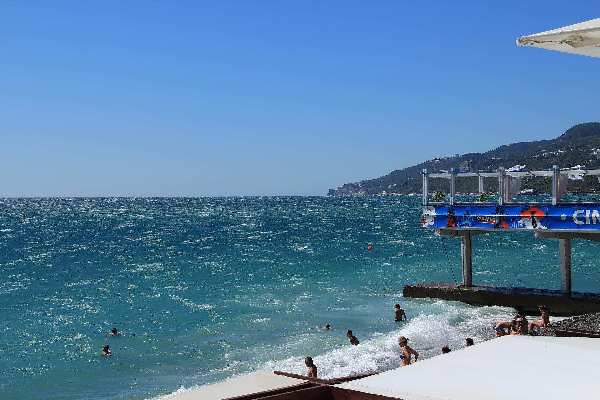 Фото пляжа на море в ялте